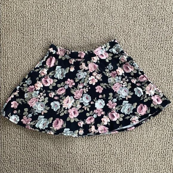 Forever 21 Dresses & Skirts - Forever 21 floral skater skirt